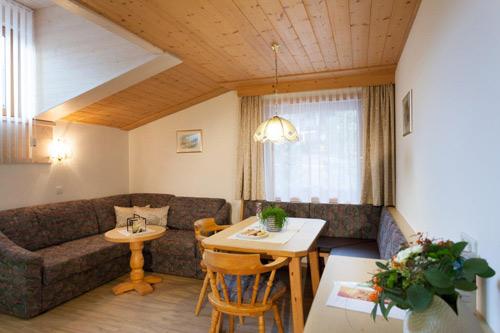 Wohnraum Apartment Bergzauber